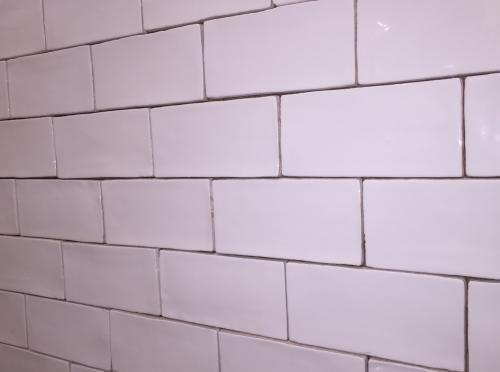 3 Quot X 6 Quot Deltaker Chelsea White Wavy White Subway Tile